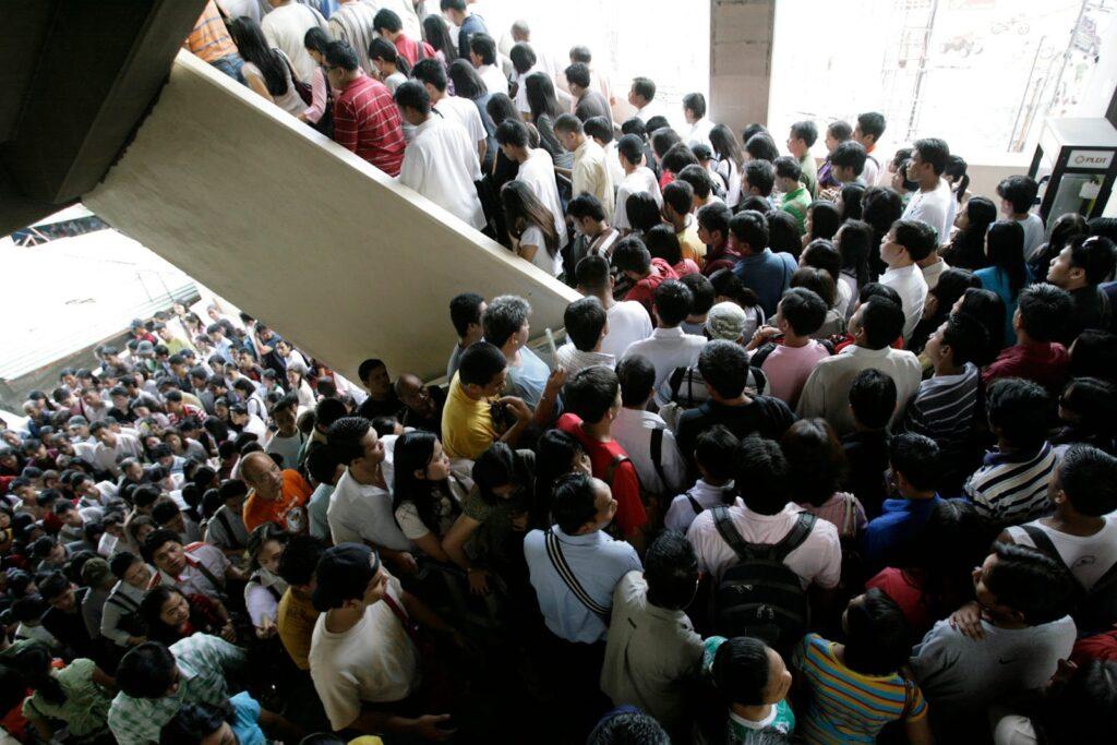 Overcrowded Metro Manila overpopulation population density